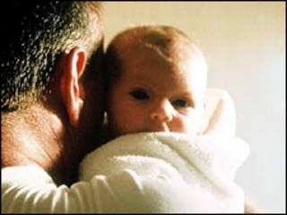 Licença paternidade é de duas semanas na Grã-Bretanha