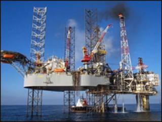 Khai thác dầu khí tại Biển Đông
