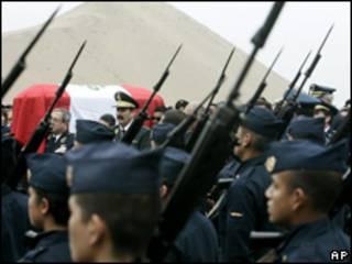 Funeral de un piloto muerto en un combate con Sendero Luminoso