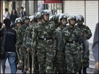 جنود في اورومتشي