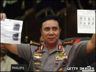 Cảnh sát Indonesia trưng bằng chứng về dấu vân tay của Noordin Mohamed Top