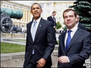El presidente de EE.UU., Obama, y su homólogo ruso, Medvedev,  en foto de julio