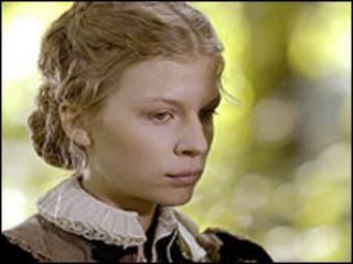 Clémence Poésy, en el papel de María Estuardo, Reina de Escocia, en un drama de la BBC