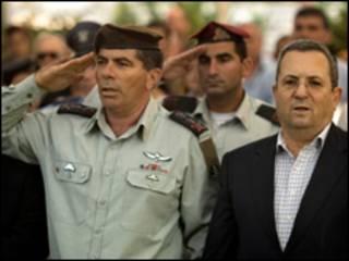 رئيس الأركان الإسرائيلي، الجنرال جابي أشكينازي رفقة وزير الدفاع
