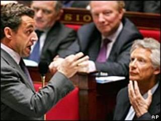 Nicolas Sarkozy y Dominique de Villepin (derecha)