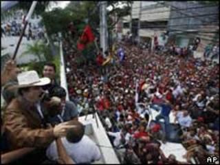 Zelaya na embaixada do Brasil em Tegucigalpa