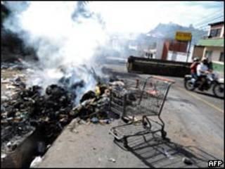 Bloqueio em rua de Tegucigalpa