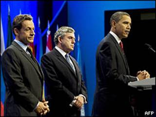Nicolas Sarkozy (esq.), Gordon Brown e Barack Obama em Pittsburgh
