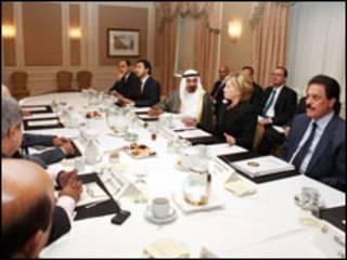 كلينتون مع الخليجيين