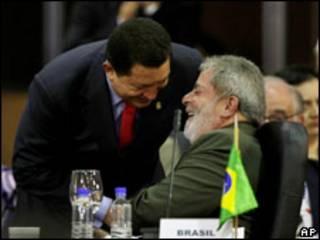 Os presidentes da Venezuela, Hugo Chávez, e do Brasil, Luiz Inácio Lula da Silva, na Cúpula América do Sul-África