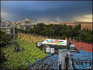 Moradores de Madri participaram no domingo de evento para manifestar apoio à candidatura da cidade para os jogos de 2016