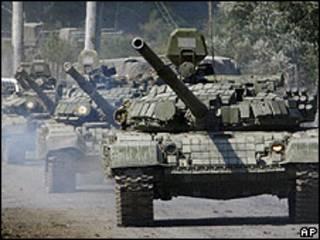 Tanques rusos en la frontera con Georgia