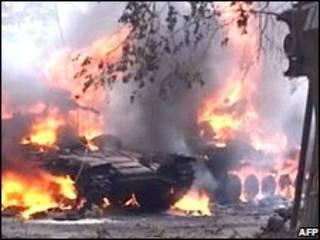 Xe tăng của Gruzia bị đốt cháy