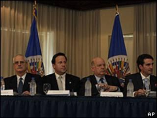 José Miguel Insulza y otros funcionarios de la OEA