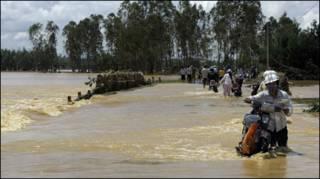 Nước ngập đường tại tỉnh Quảng Nam trong bão Ketsana