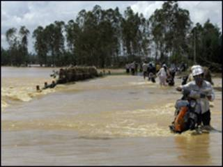 Lũ dâng cao vì bão tại Quảng Nam