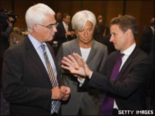 Alistair Darling, ministro de Finanzas del Reino Unido, Christine Lagarde, ministra de Finanzas de Francia, y Tim Geithner, secretario del Tesoro de EE.UU.