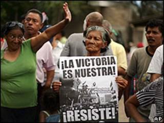 Manifestación a favor de Zelaya