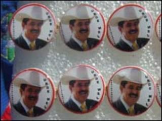 Buttons de Manuel Zelaya à venda em Tegucigalpa (foto Bruno Garcez)