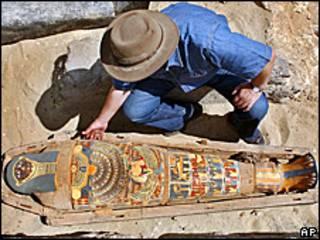 جسد مومیایی شده در مقبره سنگی-آرشیو