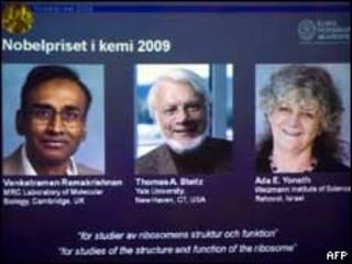الفائزون بنوبشل للكيمياء 2009 فينكاترامان راماكريشنان وتوماس شتايز وآدا يوناث