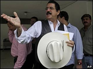 Manuel Zelaya en la embajada de Brasil en Tegucigalpa el 7 de octubre