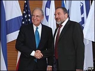 جورج ميتشل وأفيجدور ليبرمان في القدس