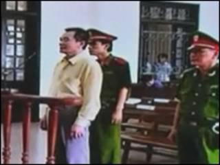 Ông Nguyễn Xuân Nghĩa lúc hầu tòa