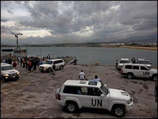 Veículos da ONU no Haiti