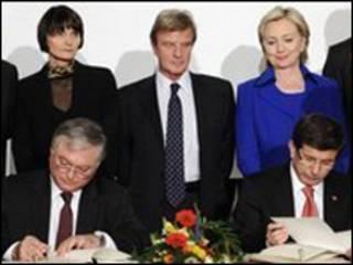 توقيع الاتفاق بين تركيا وأرمينيا