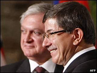 Cancilleres de Turquía y Armenia firman protocolos