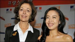 Jeon Do-yeon và bà Anne-Marie Idrac