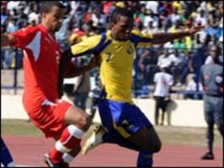 المغرب والجابون وصراع على الكرة