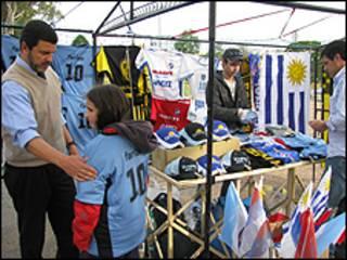 Vendedor de camisetas de Uruguay
