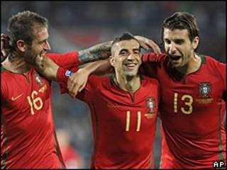 Portugueses celebran gol frente a Malta.