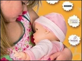 Criança com a boneca 'Bebê Glutón'. Cortesia: Berjuan