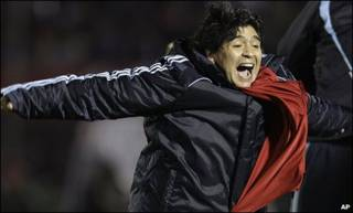 شادمانی مارادونا در بازی مقابل اروگوئه