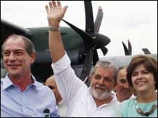 O deputado federal Ciro Gomes (PSB-CE), o presidente Lula e a ministra-chefe da Casa Civil, Dilma Rousseff durante visita às obras de integração do São Francisco Foto: Ricardo Stuckert/PR