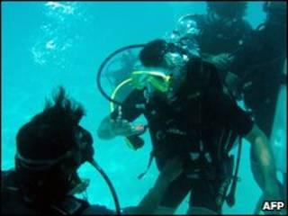 الحكومة المالديفية في اجتماع تحت الماء