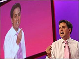 وزير البيئة البريطاني إد ميليباند