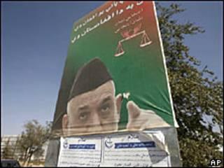 Cartaz com Karzai no Afeganistão
