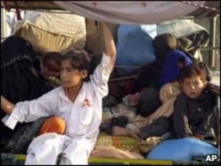 لاجئون من مناطق المعارك في وزيرستان الجنوبية