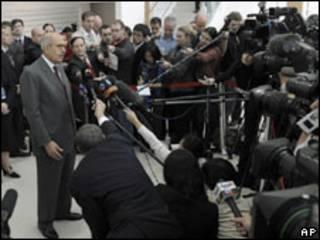 ElBaradei dio la noticia en rueda de prensa
