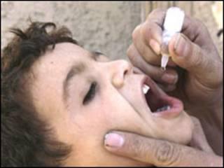 Anak Afganistan dalam program vaksin WHO