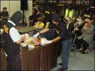تعدادی از ایرانی های بازداشت شده در اندونزی