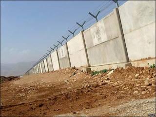 Muro entre Irán y Pakistán. Foto: MEHR