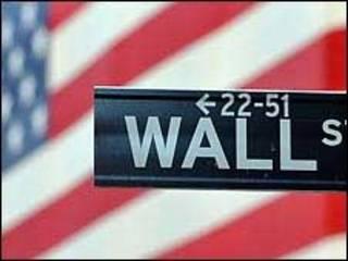 Placa de rua em Wall Street, em Nova York