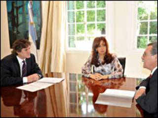 Amado Boudou, ministro de Economía, y Cristina Fernández, presidenta de Argentina (foto cortesía sitio de internet del gobierno argentino)