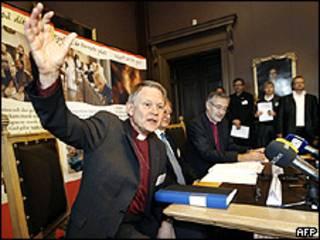 O arcebispo da Suécia anuncia decisão da Igreja Luterana
