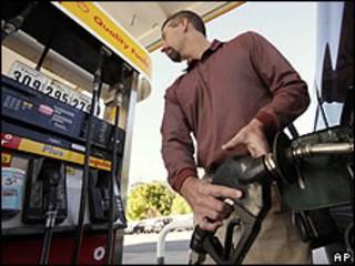 Usuario de estación de combustible.